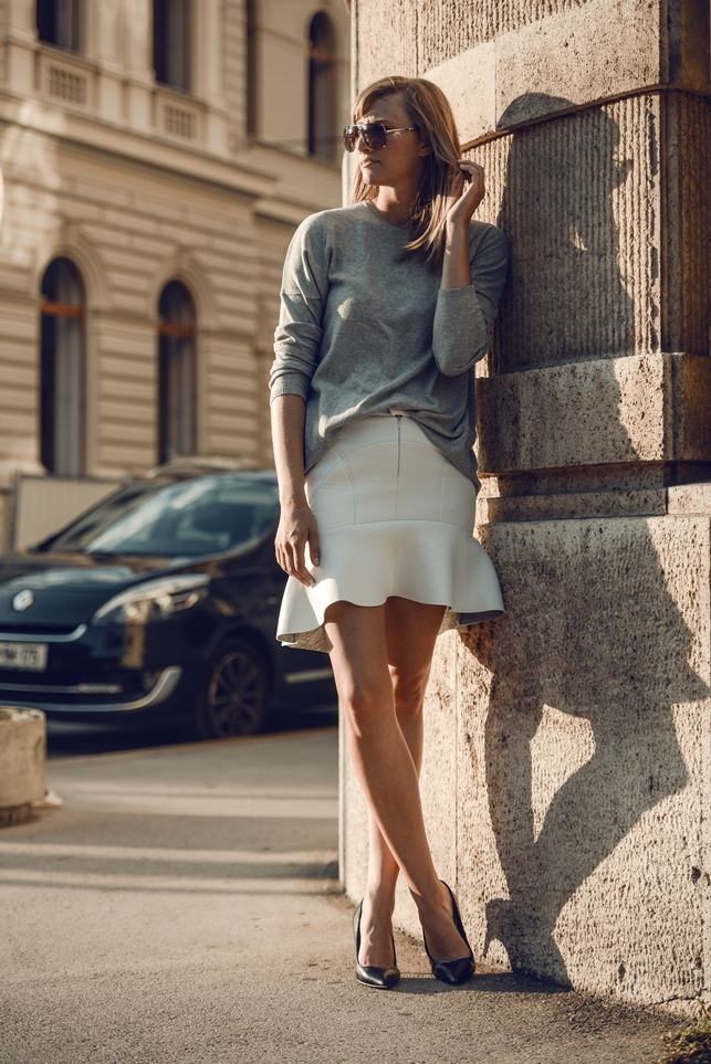 white frill skirt young hungry free, minimalistic outfit, style blogger, white skirt, scuba skirt