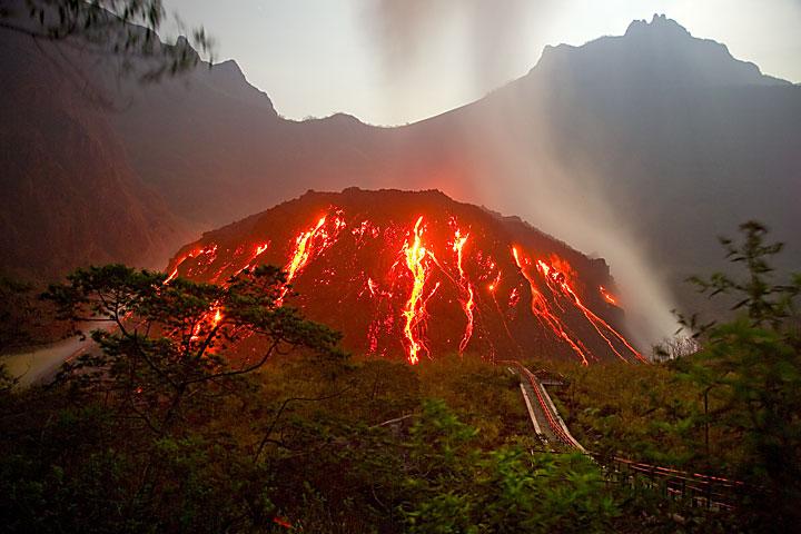 http://4.bp.blogspot.com/-bi4GiluBHsU/T2Kz3TH-NXI/AAAAAAAADdI/jcb6OZpYTQQ/s1600/gunung-kelud.jpg