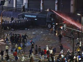 Το παράδειγμα της Αργεντινής έχει χρησιμοποιηθεί πολλές φορές για την περίπτωση της Ελλάδας, με την ιστορία να επαναλαμβάνεται 13 χρόνια μετά