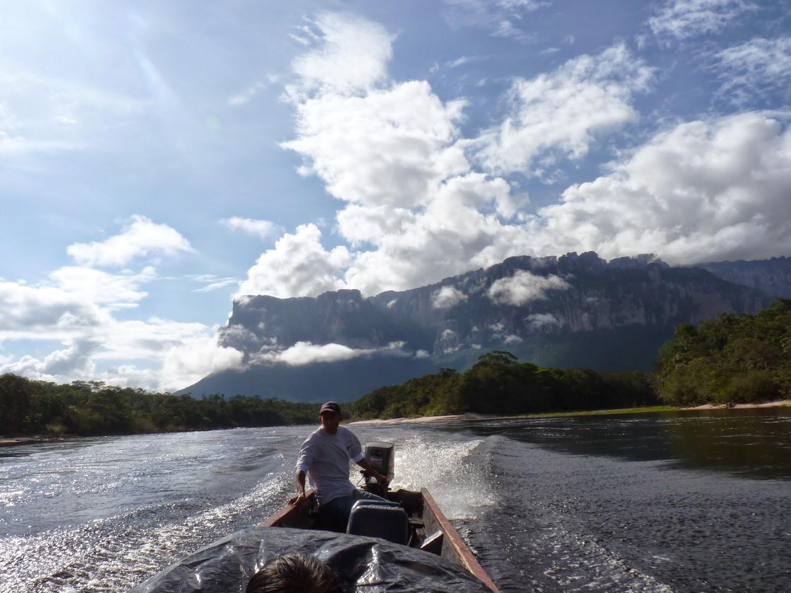 Passeio de Barco Canaima na Venezuela