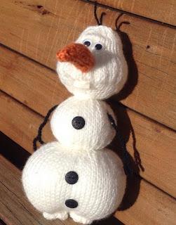 http://translate.google.es/translate?hl=es&sl=en&tl=es&u=http%3A%2F%2Ftheknitguru.com%2F2014%2F08%2F10%2Folaf-from-frozen-knitting-pattern%2F