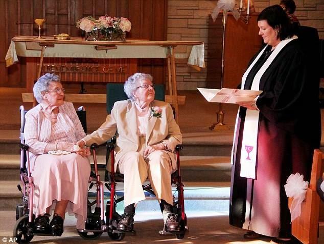 Dah Tua Lesbian Pula Akhirnya Berkahwin Di Usia 90an