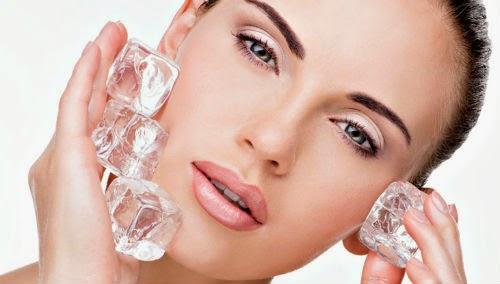 hielo para el cuidado del rostro