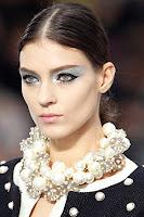Стилна прическа на път Chanel пролет-лято 2013