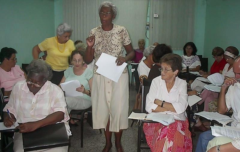 Sesiona en Cuba taller sobre labor de cátedras del Adulto Mayor