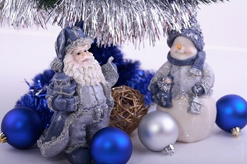 blue and white Christmas decoration