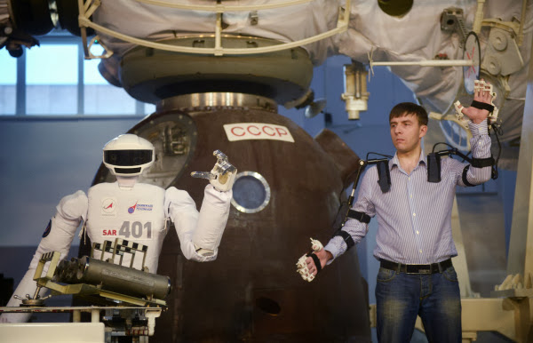 Anthropoid robot demonstrated at the Cosmonauts Training Center during the 10th International Manned Space Flights Research Conference (RIA Novosti / Grigory Sisoev)