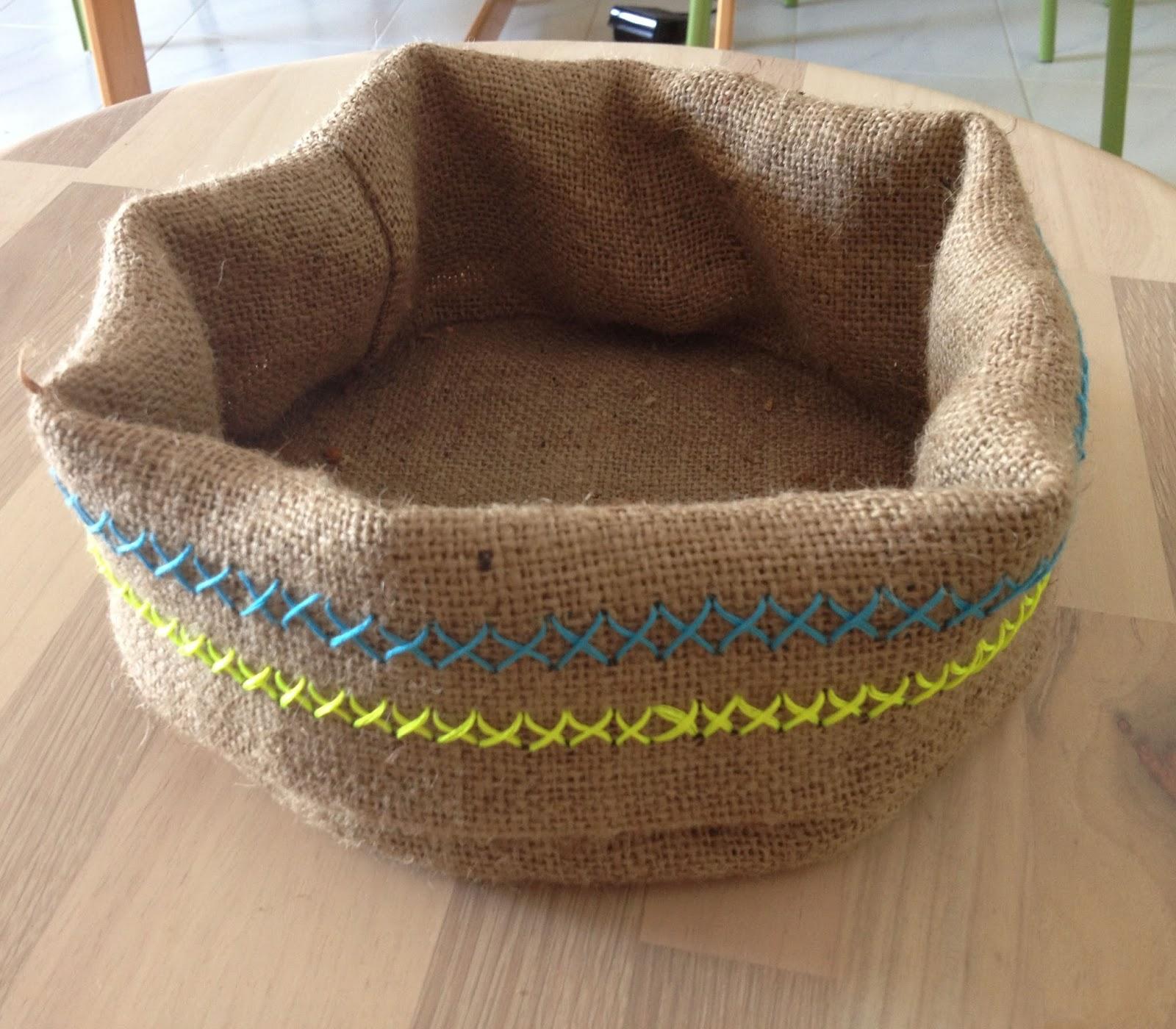 La tricoteca cesto con tela de saco - Cestos de tela ...