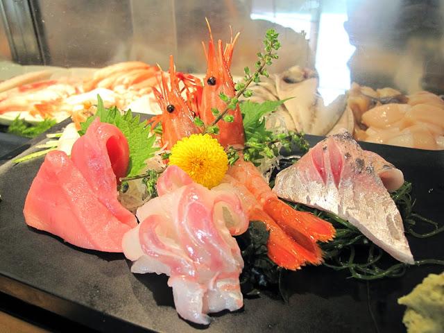 Tsukiji Fish market tokyo sushizanmai sushi zanmai sashimi