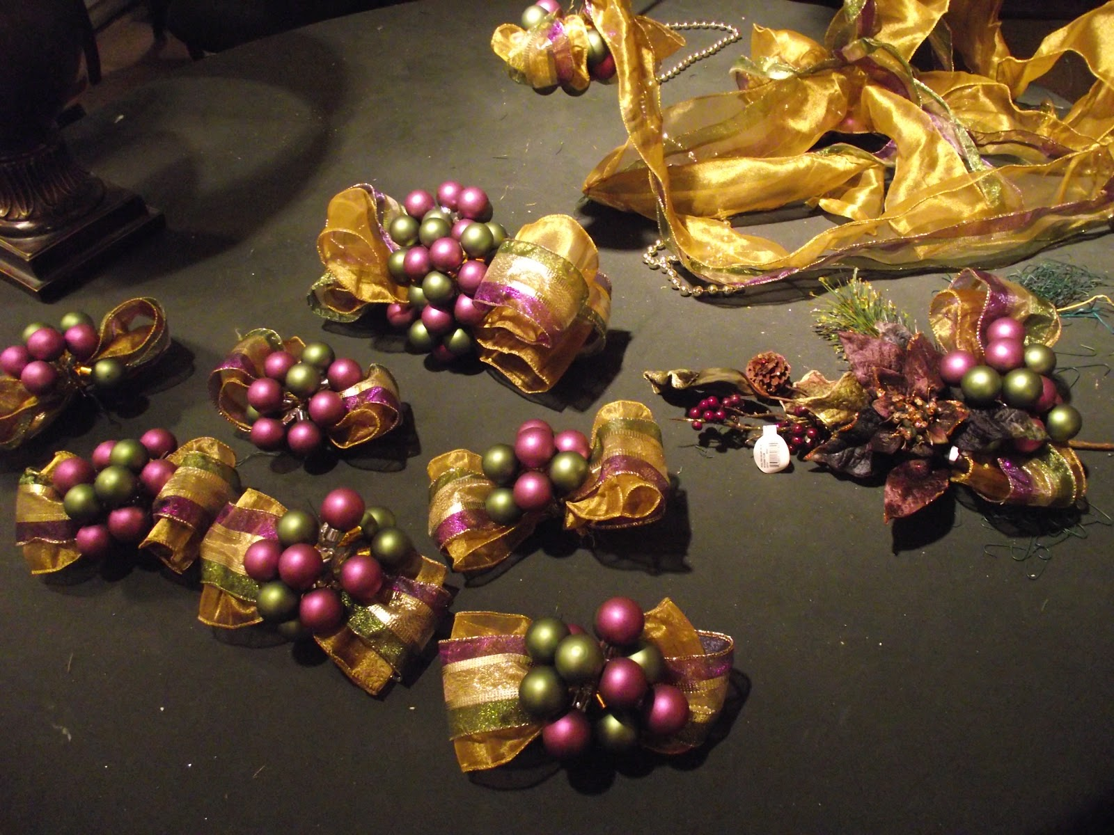 Purple and gold christmas tree decorations - Wired Purple Gold And Olive Ribbon With Purple And Olive Florist Wired Glass Balls