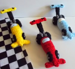 http://translate.google.es/translate?hl=es&sl=en&tl=es&u=http%3A%2F%2Fdrfrankknits.wordpress.com%2F2014%2F07%2F25%2Ffree-pattern-fridays-knitted-drag-racer%2F