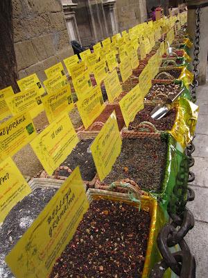 Mercadillo de especies junto a la Catedral de Granada