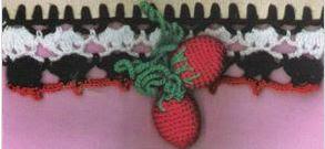 Puntilla blanca, roja de frutillas