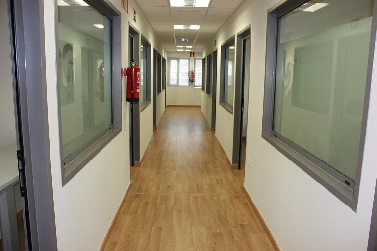 Seguridad industrial alturas y salud ocupacional pasillos y corredores en la oficina - Como pintar el pasillo de un piso ...