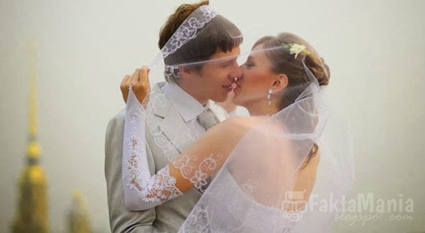 5 Ritual Aneh Agar Pernikahan Membawa Keberuntungan