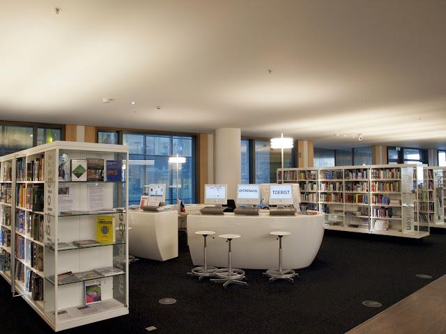 Puestos de consulta de  la Openbare Bibliotheek de Amsterdam