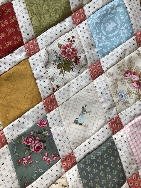 We combineren deze Bee de Dear Jane, de Jane Austen quilt en de Quilted Diamonds Quilt