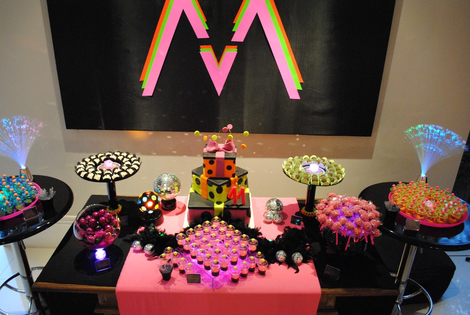 decoracao festa glow:Sei que não irei resistir e farei uma mesinha básica de doces e um