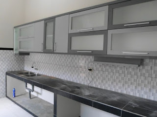 semarang furniture - kitchen set minimalis pintu kaca engsel hidrolis 07