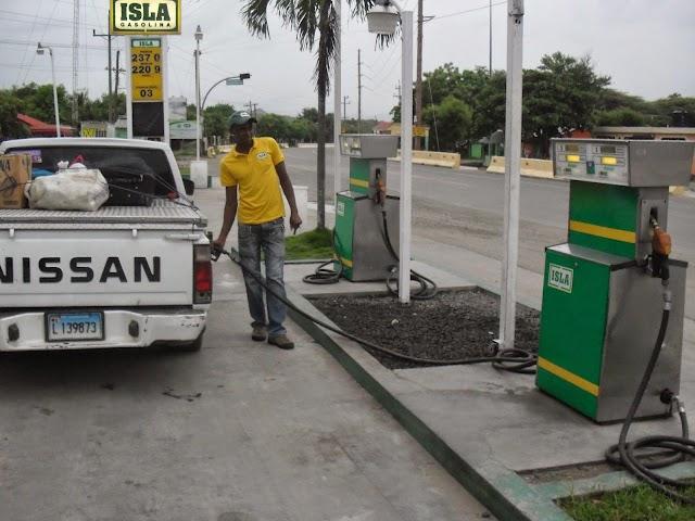 Por cuarta semana consecutiva bajan precios de los combustibles