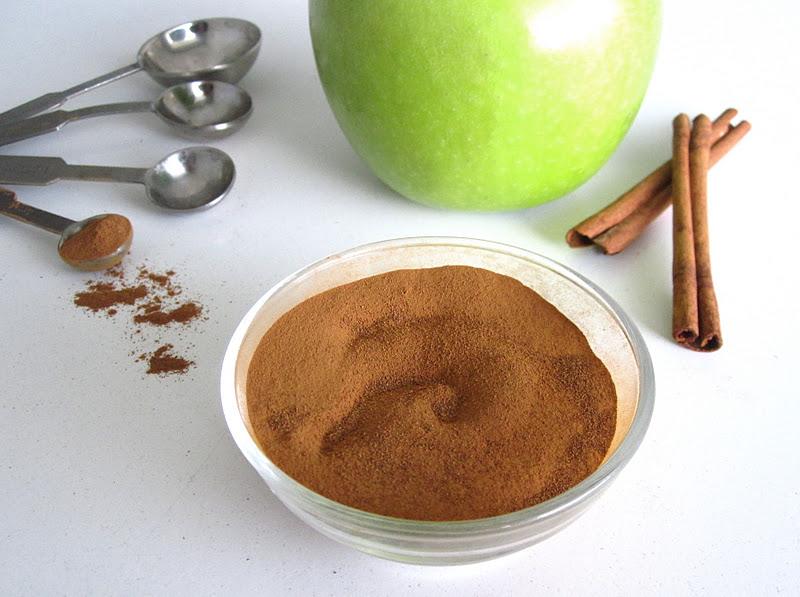 Homemade Apple Pie Spice - Lindsay Ann Bakes