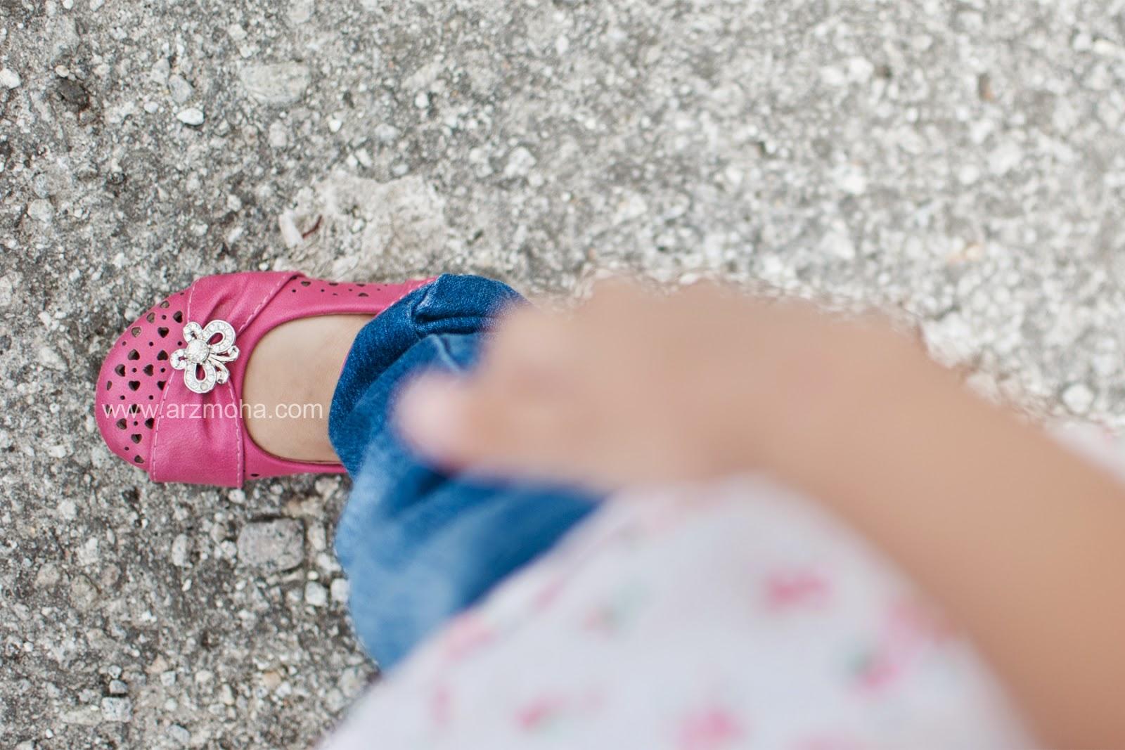 Cik Puteri, almira faqihah, shoes, girl, kids, kaki, foot, gambar cantik,