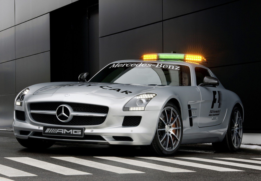 Mercedes benz 2013 mercedes benz sls amg gt f1 safety car for Mercedes benz f1