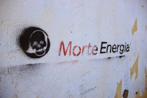 Graffiti in Altamira, 2014: Morte Energia.