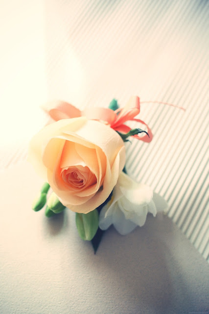 groom's rose corsage