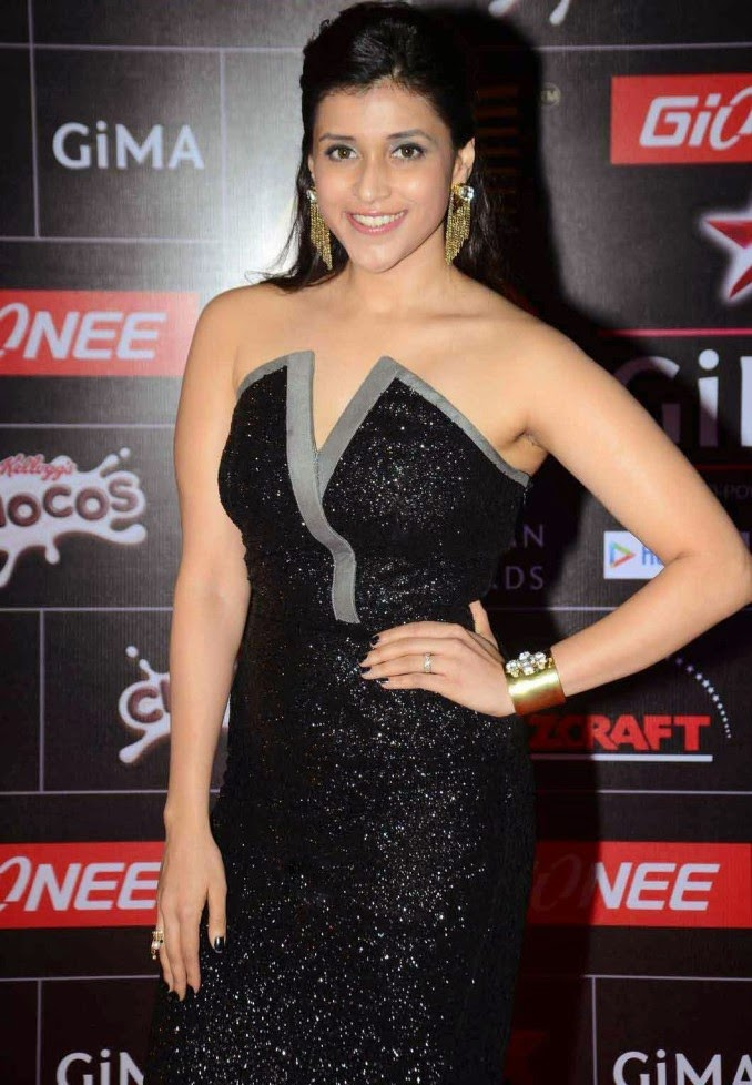 [Image: Mannara-Stills-at-GIMA-Awards-2015-Photos-1.jpg]