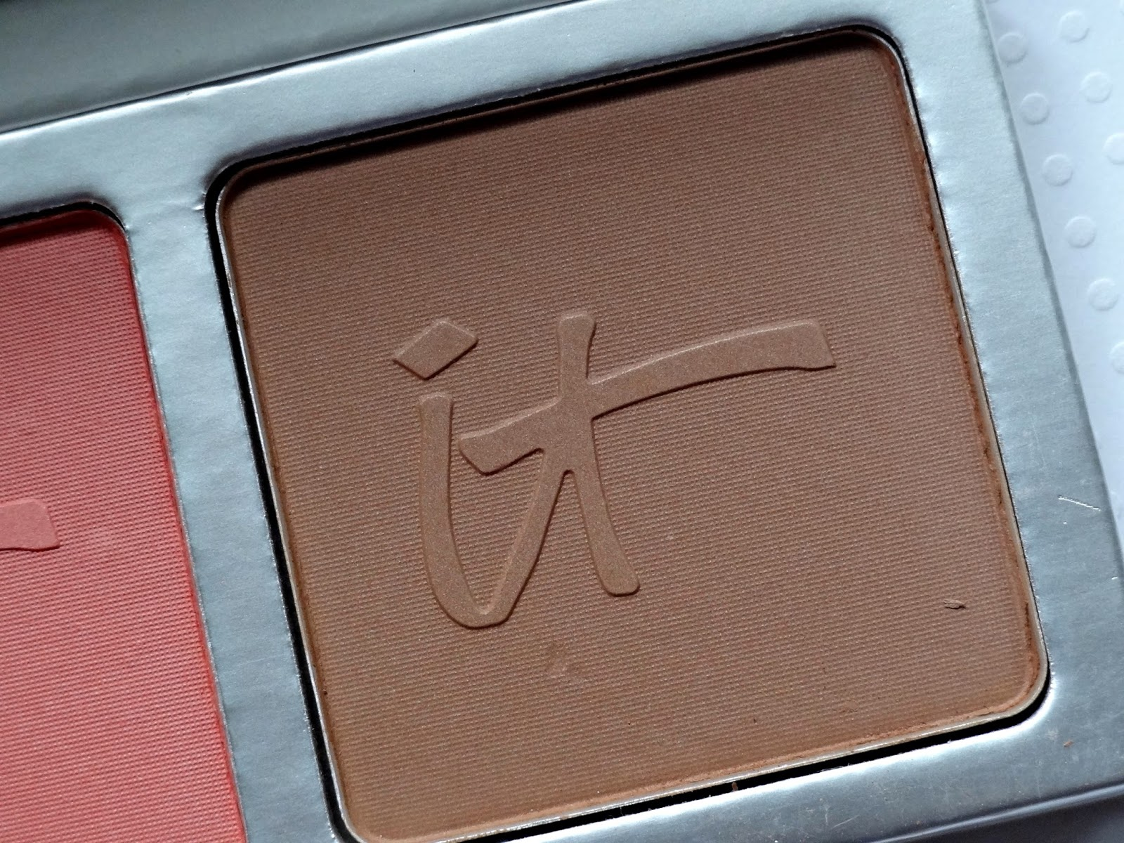 IT Cosmetics CC+ Radiance Palette and Heavenly Luxe Wand Ball Brush Review, Photos & Swatches