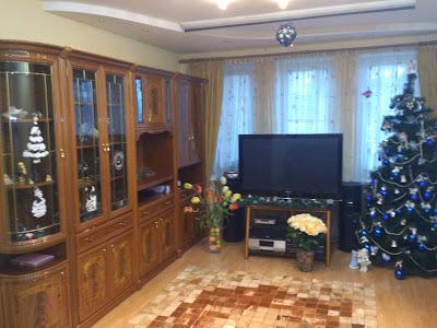 Продается 3х комнатная сталинка с капитальным ремонтом, мебелью и двумя гаражами во дворе