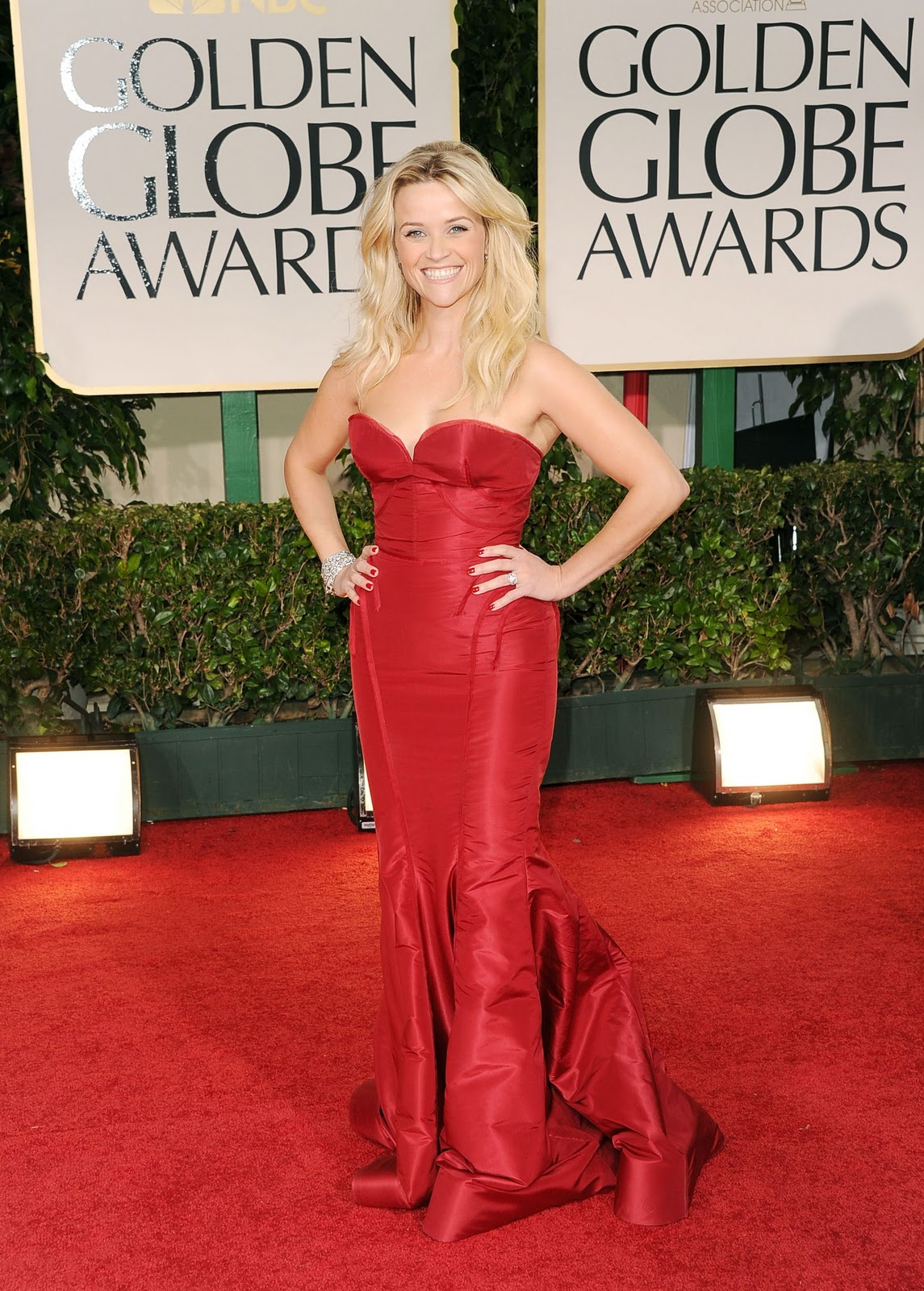 http://4.bp.blogspot.com/-bmIVYnJHQIs/TxN4JKdFBdI/AAAAAAAABqQ/wxwhzqUK2_A/s1600/CU-Reese+Witherspoon+arrives+at+the+69th+Annual+Golden+Globe+Awards-01.jpg
