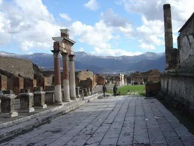 Pompeii, dan Herculaneum