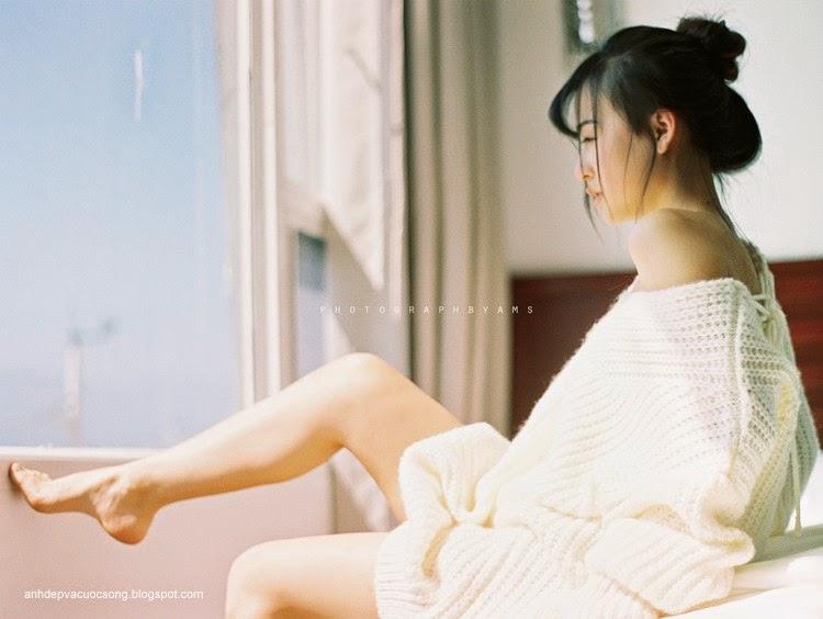 Thiếu nữ xinh đẹp đón ánh nắng ban mai 16
