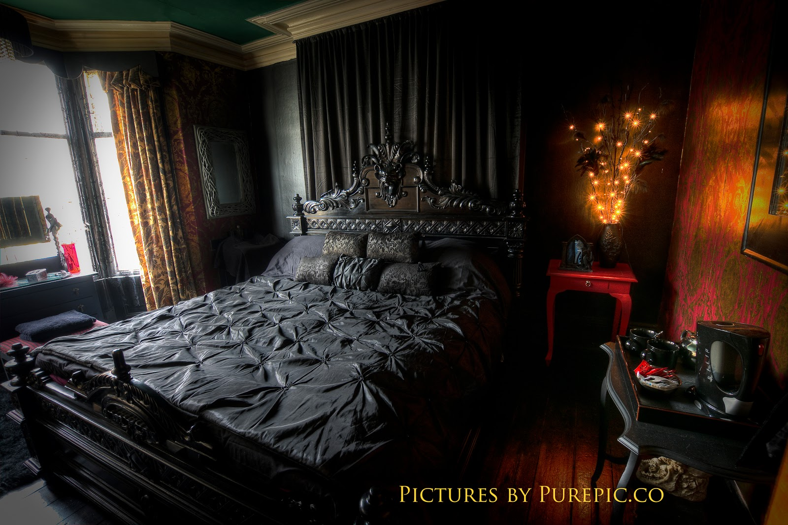 Stripy tights and dark delights gothic guest houses The master bedroom whitby