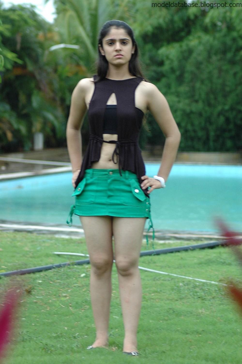 Shefali Sharma Tamil B grade actress showing creamy thighs in sensuous ...