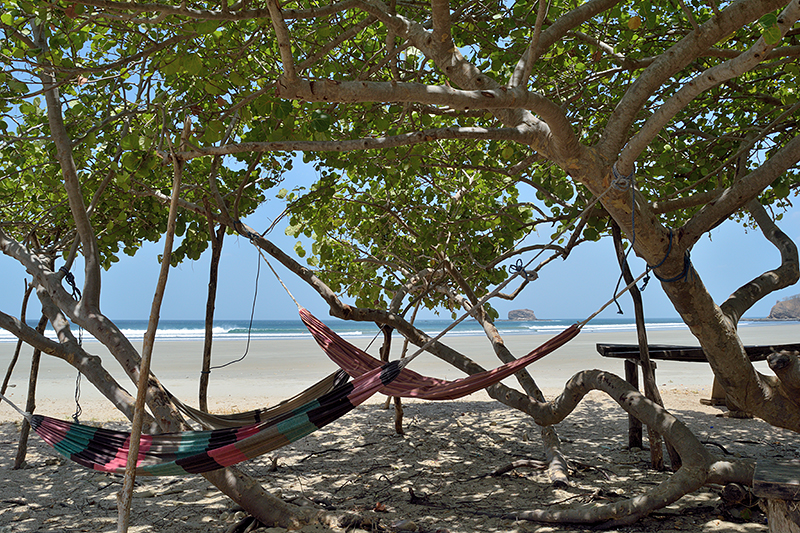 Hamacs sur une plage du Nicaragua