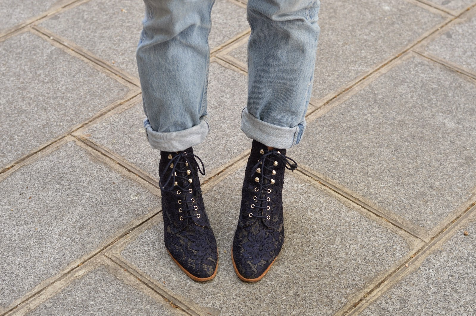 Navy lace vintage boots and 501 levis jeans