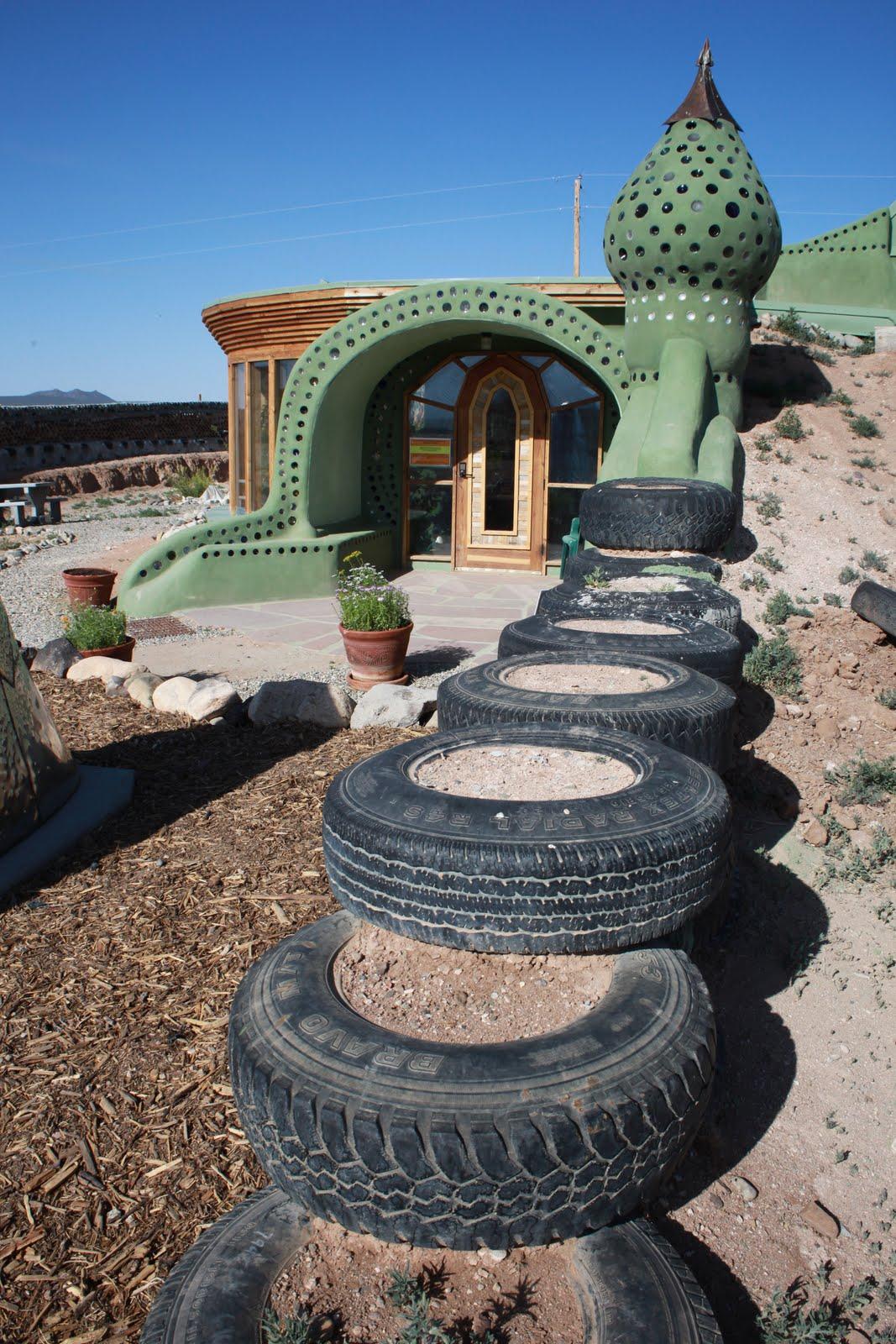 Earth worn soles michael reynolds earthship 39 s - Casas bajo tierra ...