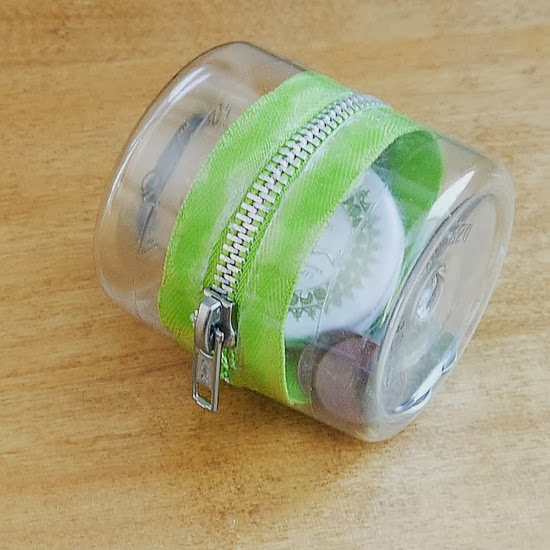 Diy plastic bottle zipper container diy crafts for Bottle plastic diy