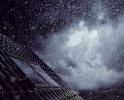 Pioggia simile alle lacrime bussa alla finestra. Pioggia fine: che accarezza .