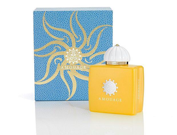 Flakon Sunshine obok pudełka z motywem kwiatowym