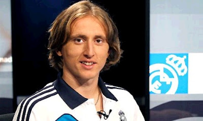 Luka Modric with the real madrid jersey