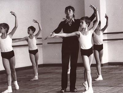 Una sexy maestra de baile es protagonista de un viral en