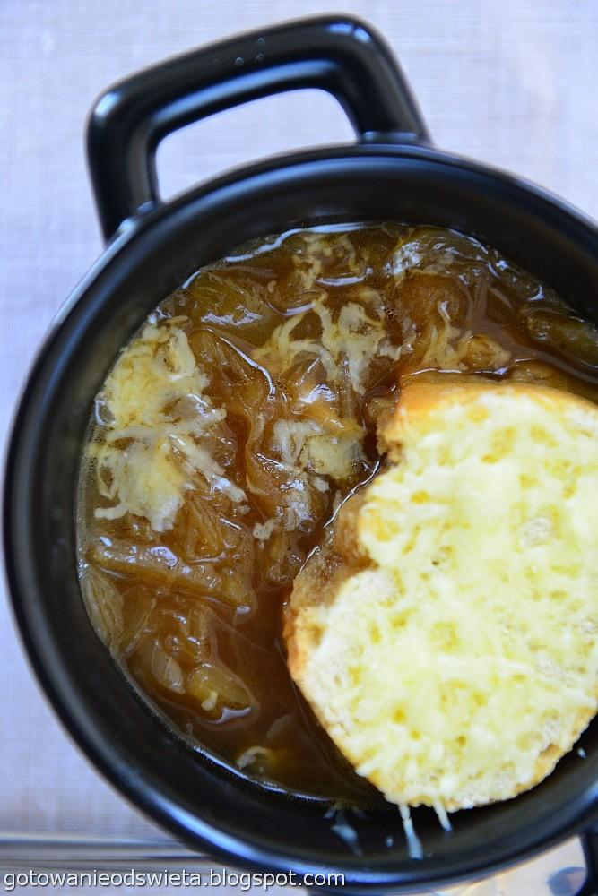 zupa cebulowa gotowa do podania