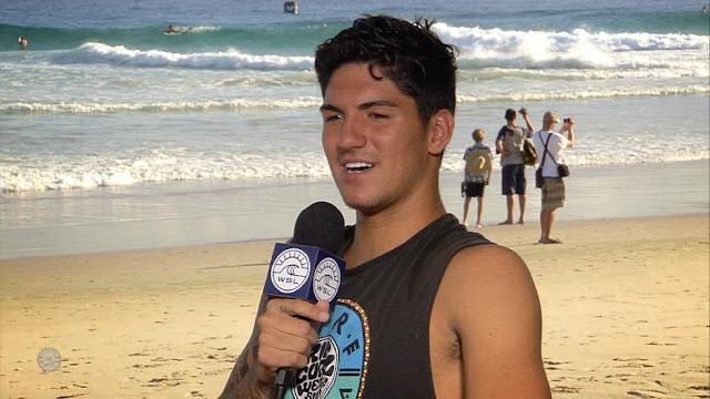 21 Quiksilver Pro Gold Coast 2015 Gabriel Medina Joins Dawn Patrol Foto WSL Kelly Cestari