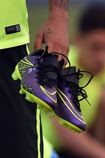 Neymar-Shows-Off-Custom-Nike-Hypervenom%2B%25284%2529.jpg