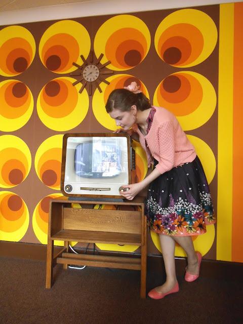1969 moon landing atomic psychedelic living room via lovebirds vintage