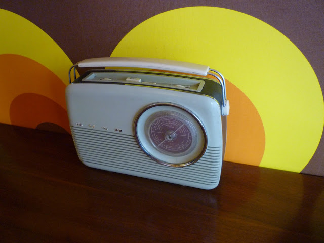 1969 radio via lovebirds vintage